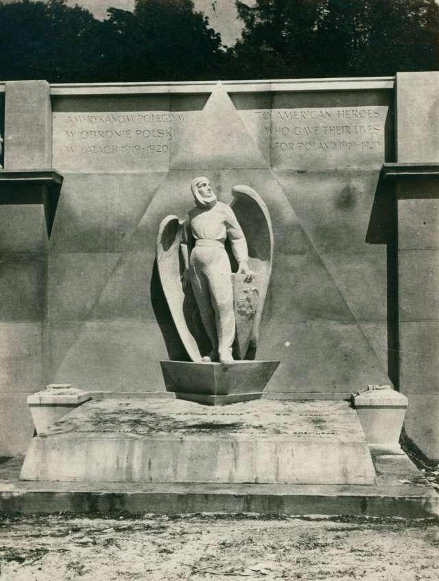 Монумент літунам-американцям на Личакові. Фото 1925 року