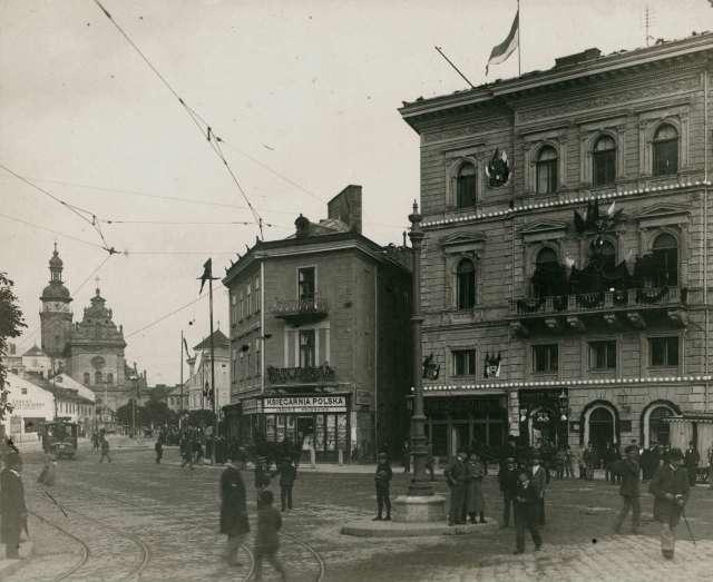 Фрагмент двох площ - Марійської та Галицької. Фото 1894 року