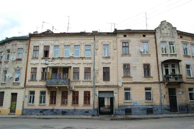 Будівлі колишньої ремісничої бурси імені Тобіаша Ашкеназі на Лемківській. Фото 2015 року