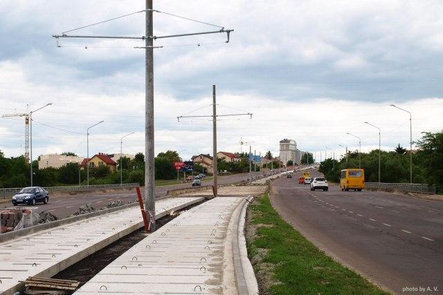 Вид на розв'язку пр-т Червоної Калини - вул. Луганська.