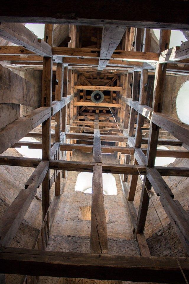 Інтер'єр вежі-дзвіниці біля костелу Святого Лаврентія в Жовкві