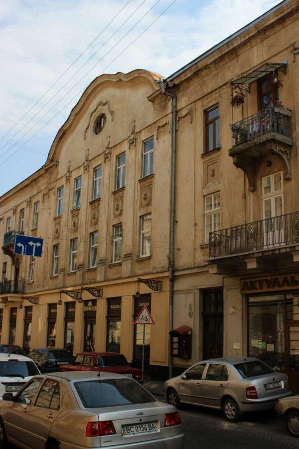 Фрагмент ранньої забудови вулиці Менцинського. Фото 2015 року
