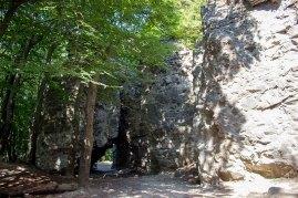 Гора Чортова скеля в околицях Винник