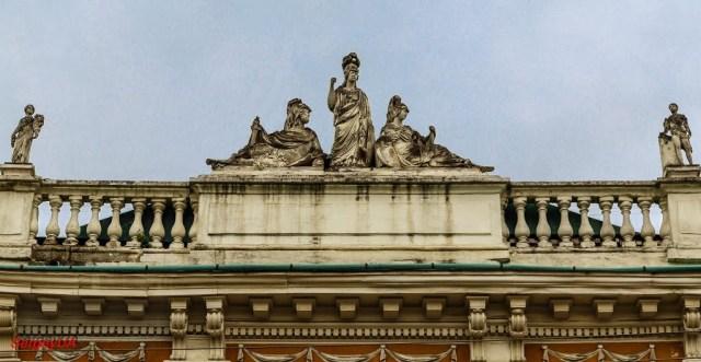 Сцена зі скульптурами богів над кам'яницею Піллера, Винниченка, 8