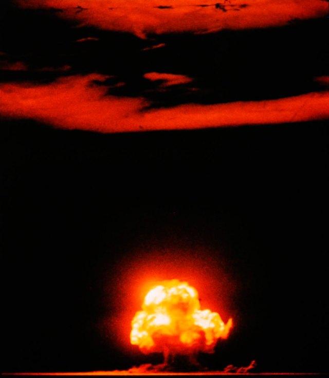 Перший ядерний тест - вибух «Трініті» 16 липня 1945