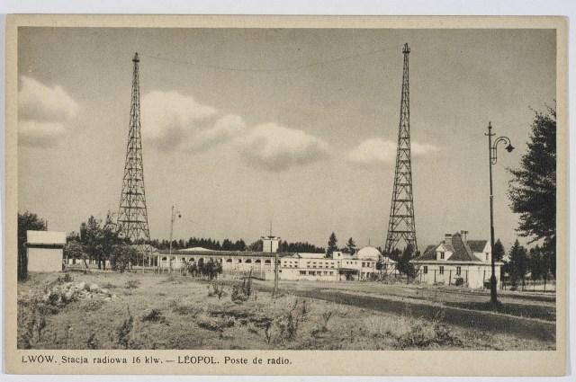 Радіовежі в Стрийському парку. Вигляд з тильного боку радіостанції. Фото 1939 року