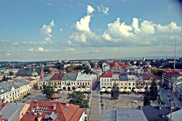 Вид на містечко Кросно. Фото з https://pl.wikipedia.org