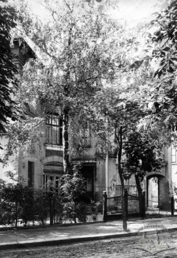 Кастелівка. Вілла на вул. Котляревського 27, в котрій в міжвоєнний час містилося радянське консульство. Фото 30-х рр.