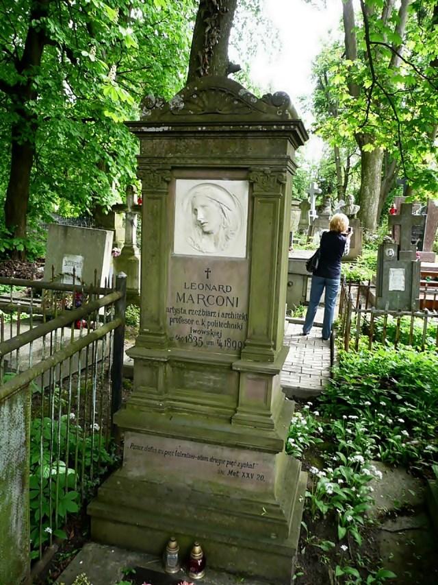 Пам'ятник на могилі Леонарда Марконі