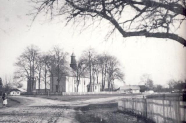 Церква Св. Себастіана та Фабіана в с. Рівне (Кьонігсау) збудована 1846 року. Фото 1989 року