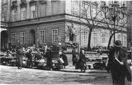 Ринок на площі Ринок. Фото міжвоєнного періоду
