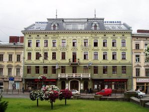 """Приміщення, де колись знаходився готель """"Європейський"""". Фото з https://uk.wikipedia.org"""