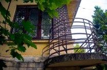 Львів, класичні функціоналістичні балкони будинку на вул. Ген. Грицая, 14