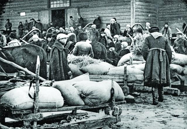 Селяни здають хліб у Баришівському районі Київської округи, 1930 рік