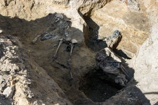 Масові людські захоронення у подвір'ї Національного музею-меморіалу «Тюрма на Лонцького»