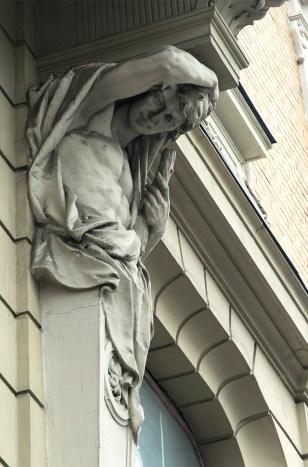 Виробництво Людвіка Тировича.Атлант на фасаді колишнього Авансового банку (проспект Свободи, 10). Фото: Ксенія Янко
