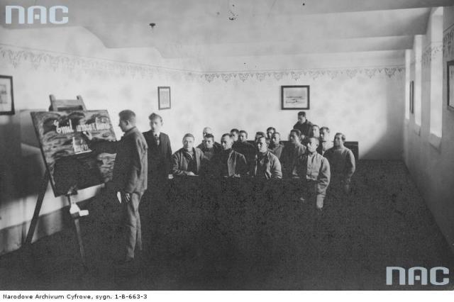 """Навчальні заняття для ув'язнених """"Дрогобицьких Бригідок"""". Фото 1930-х рр."""