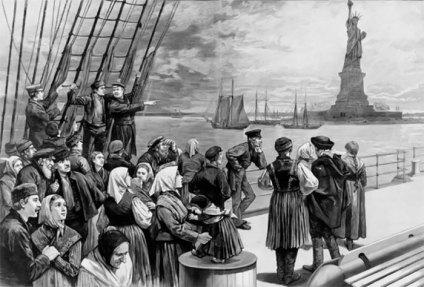 """Статуя """"Свободи що освітлює світ"""" була присвячена Америці 28 жовтня 1886р., 450 000 фунтів 305 футів була подарунком від Франції."""