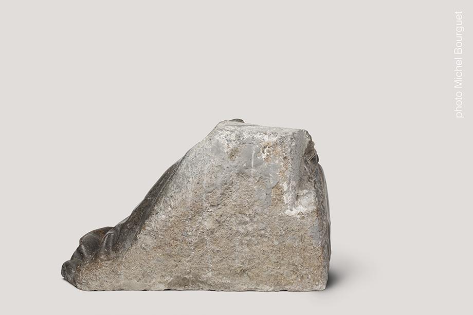 L'orante, partie basse vue de côté © Michel Bourguet photographe d'œuvre d'art
