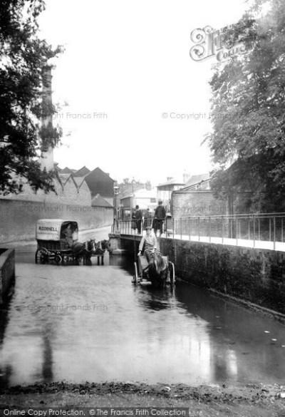 Framed Photo Print of Kingston Upon Thames, Water Splash 1906 - Francis Frith