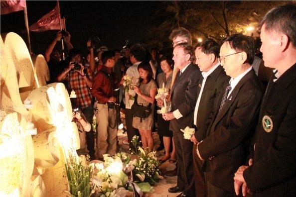 7th Anniversary Tsunami Memorial Day Light Up Phuket 2011
