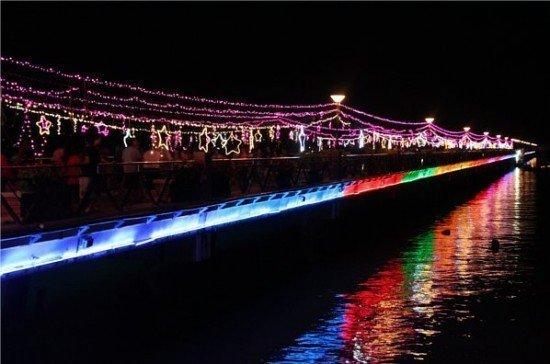 "Phuket's ChalongPier sees ""Loy Krathong Across the Bridge of Stars"" event"