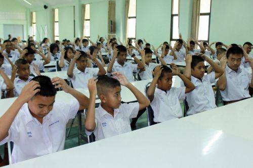 Phuket PAO awards diplomas to Baan Talad Nue School students