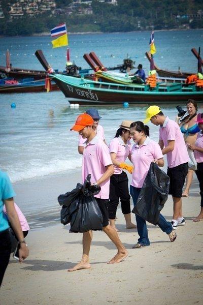 Phuket's KEE Resort Joins December Patong Beach Clean-up