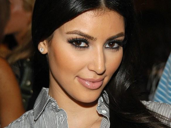 Kim-Kardashian-yeux-maquillage-peau