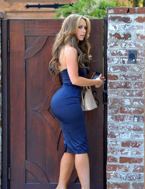 Jennifer-Love-Hewitt-pulpeuse-fesses-rebondis-sexy