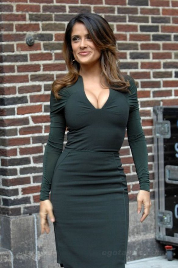 Salma-Hayek-robe-pulpeuse-sexy