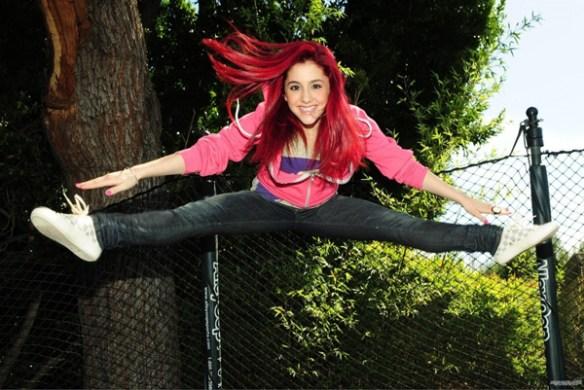 ariana-grande-jeune-cheveux-rouge