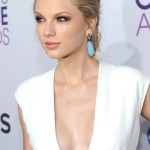 Taylor-Swift-seins-poitrine-taille