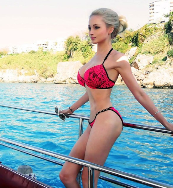 Valeria-Lukyanova-barbie-sexy-reel