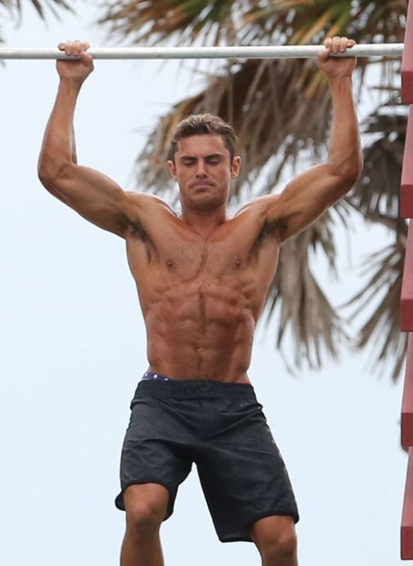 zac_efron_tractions-triceps