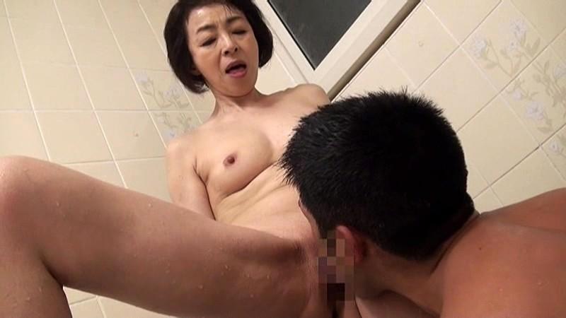 藍川京子 五十路のお母さんと近親相姦 AED-143-2