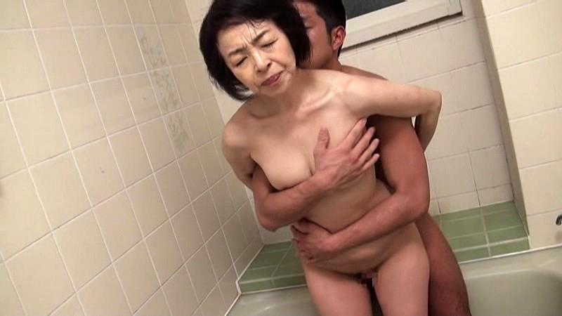 藍川京子 五十路のお母さんと近親相姦 AED-143-3