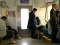 電車内で痴漢にフェラチオする女医 西野翔