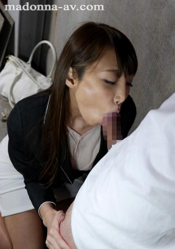 松嶋葵 出社も帰宅も同じ方向の近所の人妻とある日突然、急接近。サンプルイメージ4枚目