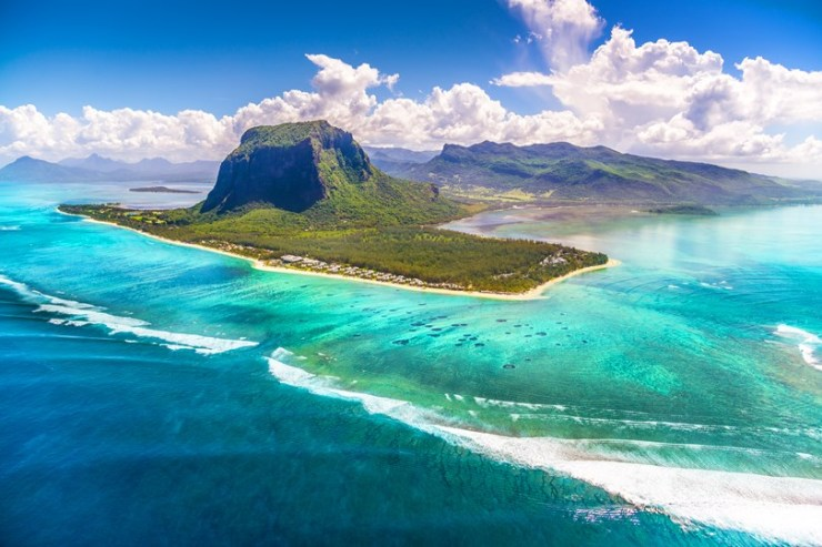 le-mourne-peninsula-mauritius-cntraveller-8march16-pr_b_810x540