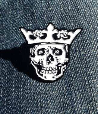 Royal Buttons logo pin - white