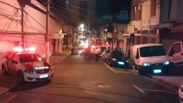Travesti briga com cafetões chineses e é morta; amiga levou facada na 'bunda'