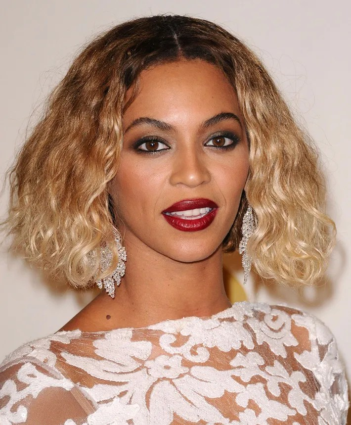Beyonc           Wore  10 Million in Diamonds to the Grammys Photo  Jason LaVeris FilmMagic