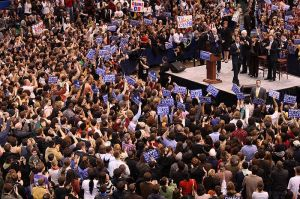 800px-Barack_Obama,_crowd_and_endorsers_at_Hartford_rally,_February_4,_2008