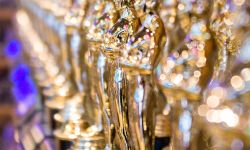 1024px-Replicas_of_Academy_Award_statuette_2