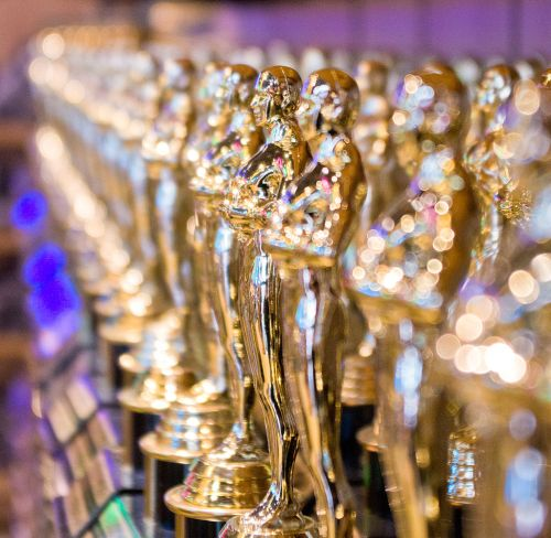 1024px-Replicas_of_Academy_Award_statuette_2