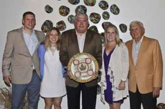 D&R Gala Honoree Wade Martin, center, with (l-r) son Zack, daughter Rachel, wife LeeAnne, and father Art Martin. Photo: Richard Grant.