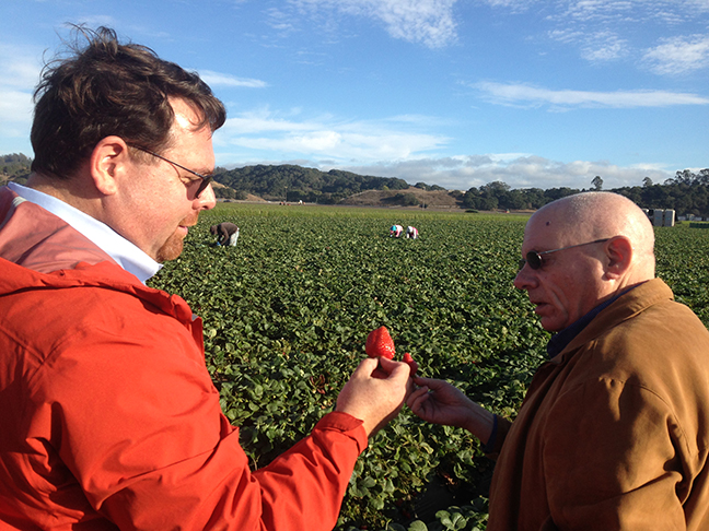 California Strawberry Commission President Rick Tomlinson and Dr. Stephen Ostroff, FDA Deputy Commissioner for Foods and Veterinary Medicine.