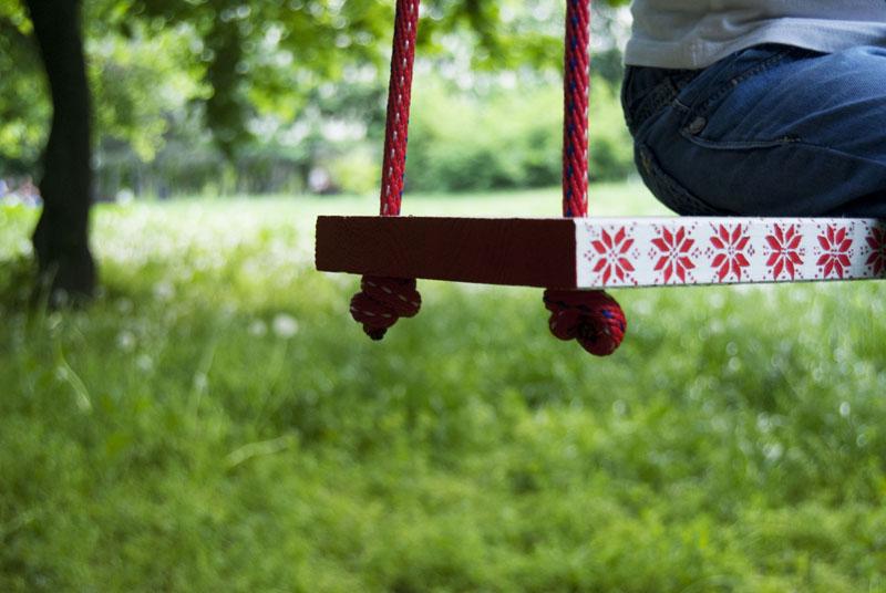 Leagănul din grădină te scuteşte de statul la coadă în parc