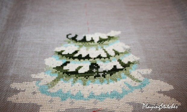 [:en]Nora Corbett Christmas tree 2010 stitched with Crescent Colors